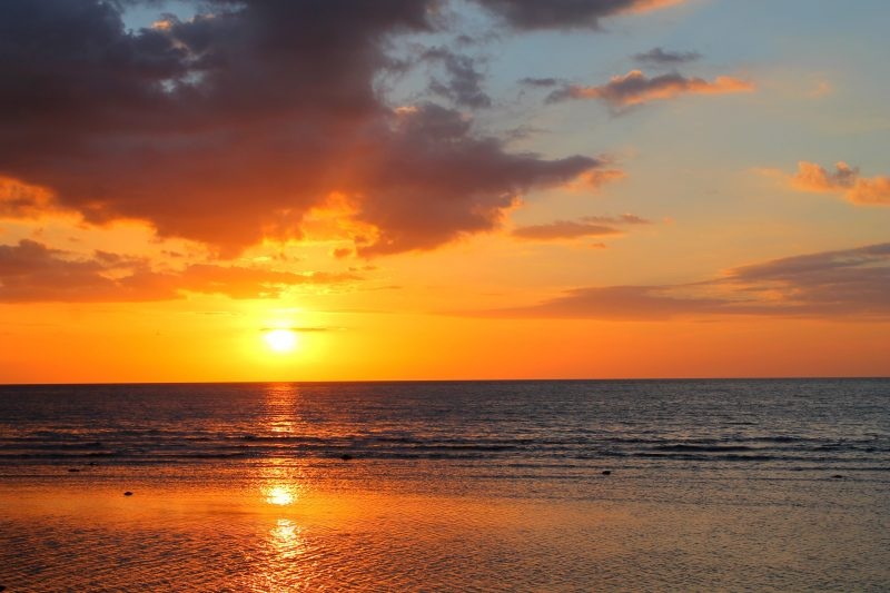 coucher-de-soleil-lovina-bali-indonesie