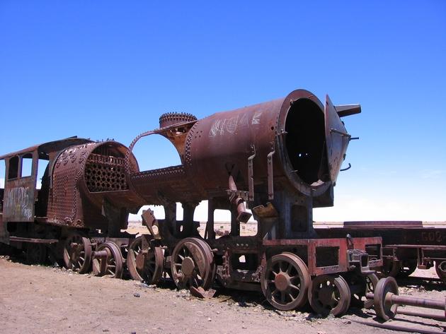 Cimetière de trains dans le Salar d'Uyuni