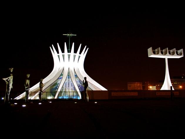 voyage-bresil-brasilia-cathedral-metropolitana-exterieur