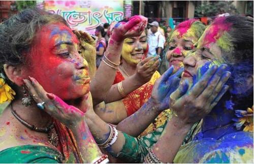 Voyage Inde : femmes à la fête Holi