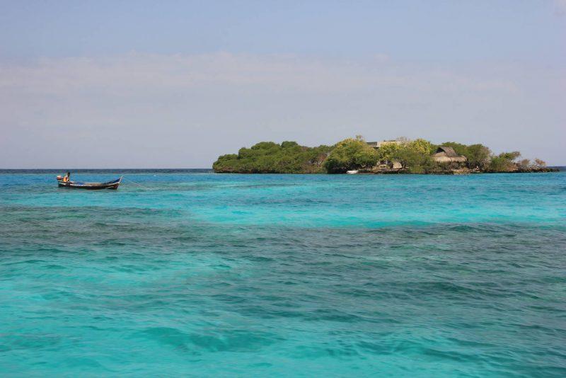 Les eaux cristallines des îles de Rosaire...
