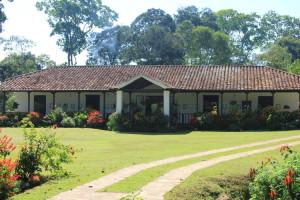 L'Hacienda El Roble et ses jardins.