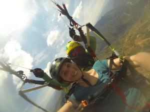 En pleine séance de parapente au dessus d'Aracota !