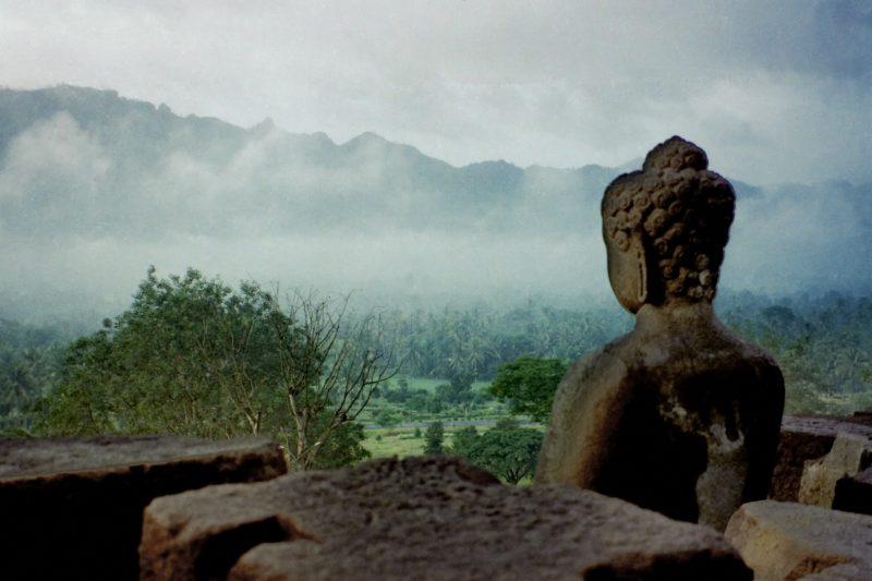 statue-borobudur-temple-bouddhisme-indonesie