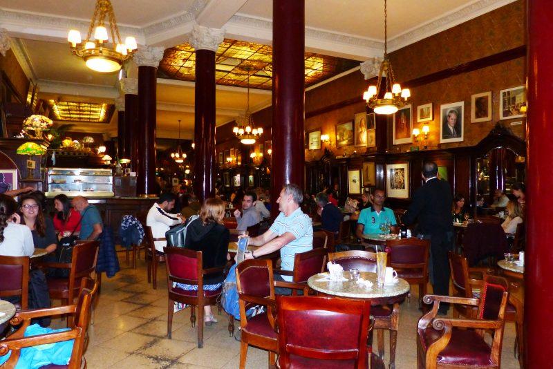 Un voyage dans le temps au café Tortoni à Buenos Aires en Argentine