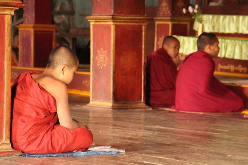 moines en Birmanie