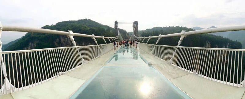 L'impressionnant pont en verre de Zhangjiajie