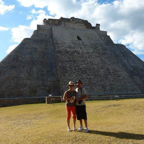 michele et serge sur le site d uxmal, mexique
