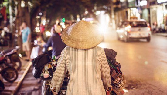Vietnamesische Straenhndlerin in der Nacht