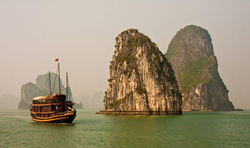 Boat in Beautiful Halong Bay