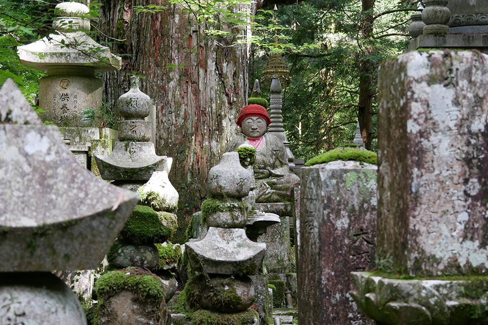Une statue à Okuno-in Koya