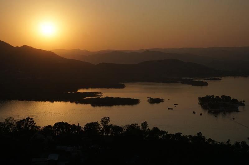 coucher-de-soleil-lac-pichola-inde