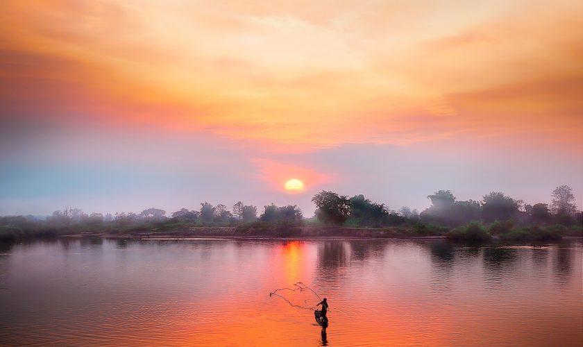 Mékong_Laos_simon-matzinger-U4Oox4_zYLA-unsplash-min