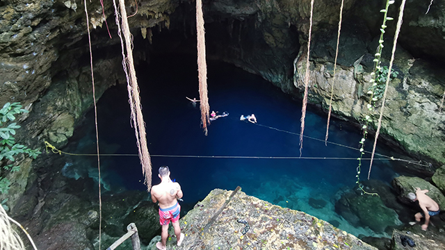 cenote cuzama mexique