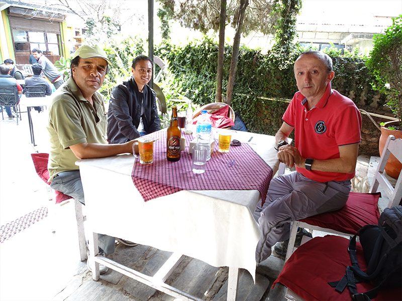 Déjeuner avec notre guide et notre chauffeur