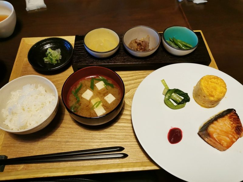niponnia-ryokan-sasayama-petit-dejeuner-japonais
