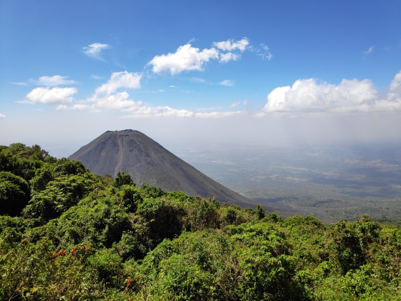 Vue sur le volcan Izalco au Salvador