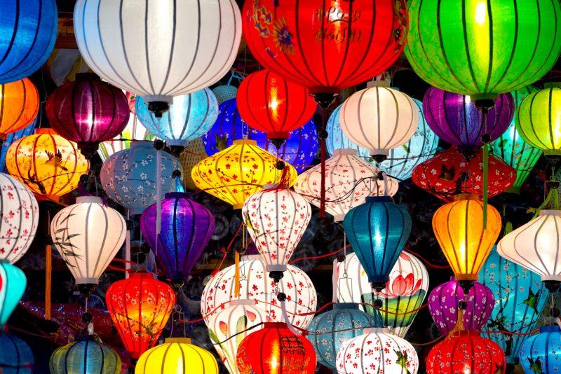 Lanternes traditionnelles dans la vieille ville de Hoi An, Vietnam