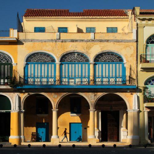 La Place vieille ou Plaza Vieja à la Havane, Cuba