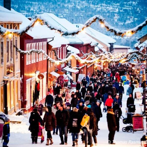 Christmas shopping at Røros-Thomas Rasmus Skaug – VisitNorway.com
